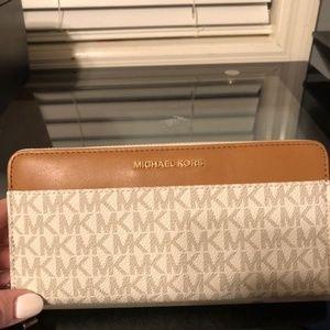 324521fe2502 Michael Kors Bags - Michael Kors Mercer Logo Continental Wallet